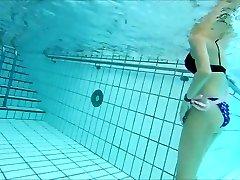 skiny mature strokes underwater  me also !
