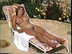 イヴォンヌ-裸のプール