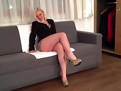 Blondie sexy leg mature milf mom in high heels