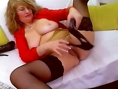 Horny Mature WebCam Self Fist Heel Insertion & Fucks Shoe - heelslovers@por