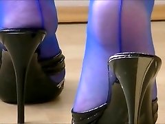 Mature Mules Play In Electrical Blue Seamed Tights