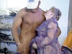 Oldtimer - Fisting Older Shaggy Lady