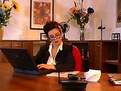 Velká prsa sekretářka kurva svého šéfa