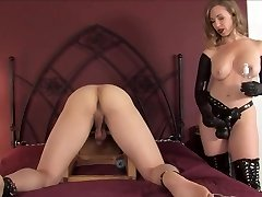 sey mature trussing a young dude with a huge black cock
