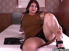 Latina Plumper milf Carmen has nylon fetish