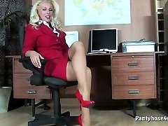 Steaming office pussy play in pantyhose