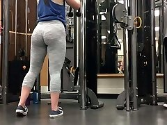 Two incredible white gym pawg sisters!! (Big Rump)