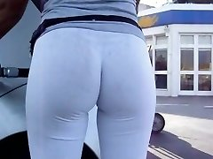 Extraordinaire Bubble Rump in White Leggins at Gas Station