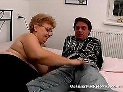 A fat granny has hump