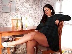 BBW mature Anna Lynn displaying her muff upskirt