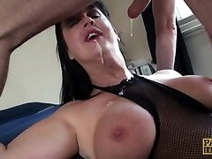 Carnivorous Cougar Jessie Jo fed with Pascal�s fellow meat