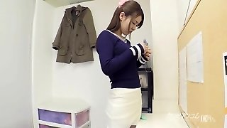 College babe gives an excellent blowjob