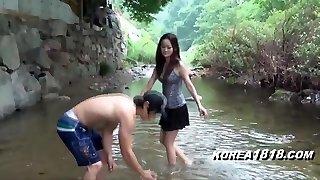 KOREA1818.COM - Spectacular Upskirt Girl