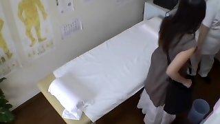 اليابانية اللذيذة عاهرة مشدود بجد خلال تدليك غريب