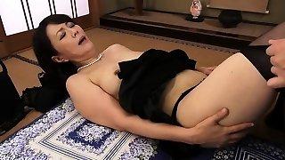 Sexy Japanese milf poking hardcore