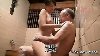 Aamazing Asian amateur takes a douche