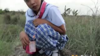 Filipina schoolgirl pounded outdoors in open sphere by tourist