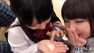 Bushy vagina from schoolgirl licked makes her shriek noisy