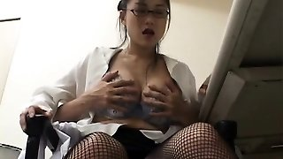 Jaw-dropping older slut oils up and rides a hard pole sensually