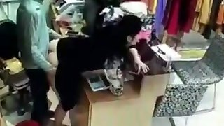 Boss has sex with employee behind currency register in China
