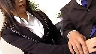 Jaw-dropping secretary Satomi Maeno sucks an ugly cock