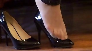 chinese hosed (nylon) feet shoeplay with high heels