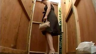 छिपे हुए कैमरा शौचालय में, जापानी लड़कियों