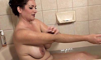 Incredible Mature Takes a Bath