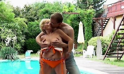 European grannie with bigtits gets fucked outdoors