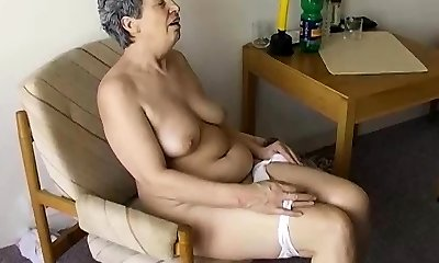 OmaPasS Grannies Using Ordinery Objects to Fuck-a-thon