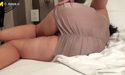 Amateur old mother getting ready with her fuck stick