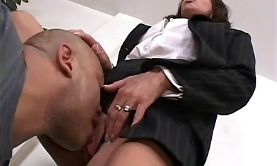 Manager lady evaluates her worker's pipe at the office
