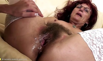 Deep fisting for sexy mature mom's hairy cooter