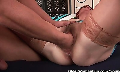 Insatiable mommy craving a fist up her old pussy