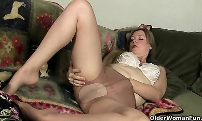 Nylon pantyhose will get mummy's juices flowing