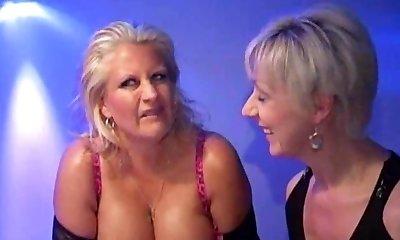 Robyn-Busty Bukkake Mama