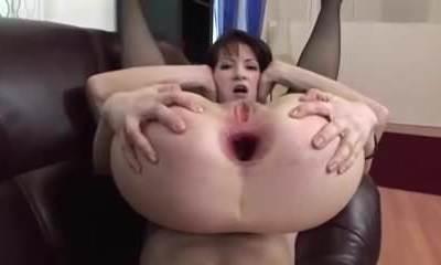 Mature tart with a bottomless gaping ass hole