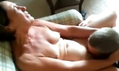 Cuckolding her Dude - Getting her Labia Eaten