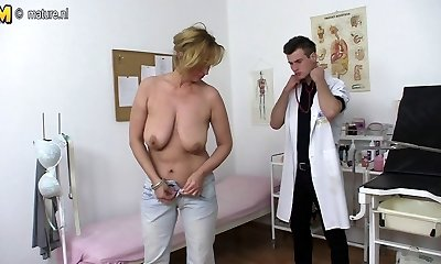 Kinky mother fucking and fellating young doctor