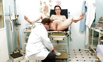 Unpretty mature wife at pervy gyno physician