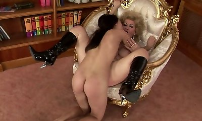 Ugly as hell curly ash-blonde haired elderly dyke gets her mature cooter licked