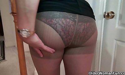 Chesty milf Mia Jones strips off and bangs a dildo