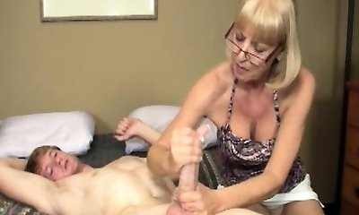 Mature spex wanker facialized with massive stream