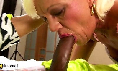 Hairy mature mother gets her older twat filled with cum