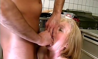 moms first-ever extreme sex lesson