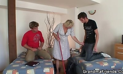 Very old cleaning female is dual fucked