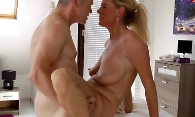 Hot Euro Cougar Rubdown and Fuck