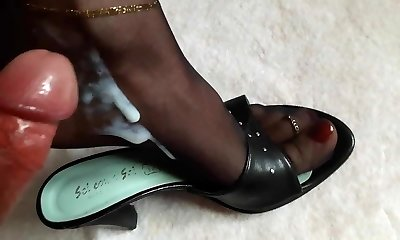 Feet in Nylons sopping in Spunk and Piss