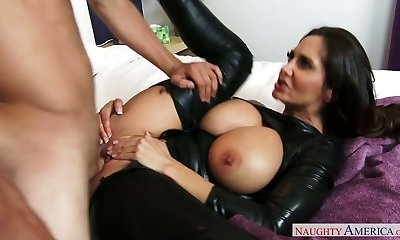 Brown-haired mommy in latex Ava Addams plumbs an horny guy