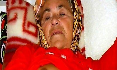 OmaHoteL Hot Grannie Enjoying Sexual Life